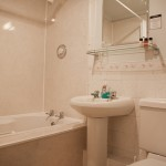 Bath_&_Shower_(light)_2